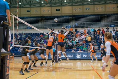 UTSA freshman Kara Teal is set up to spike the ball. UTSA finished with a total of 72 kills, Teal having seven of them. Photos by Ethan Pham, The Paisano