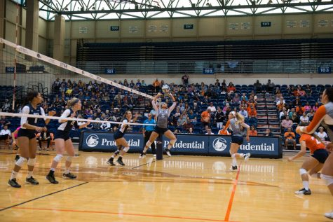Roadrunner volleyball beats Rice Owls 3-0
