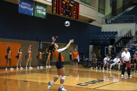 Roadrunner Volleyball sweeps Florida Atlantic at home