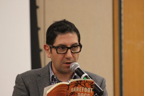 Award-winning author reads his works aloud at UTSA