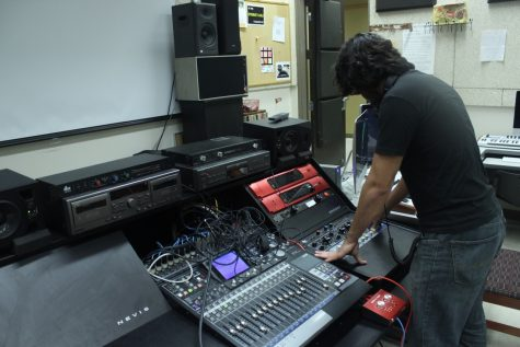Josh Nava, founder of MuTe, demonstrates how music is created in the lab. Enrique Bonilla, The Paisano