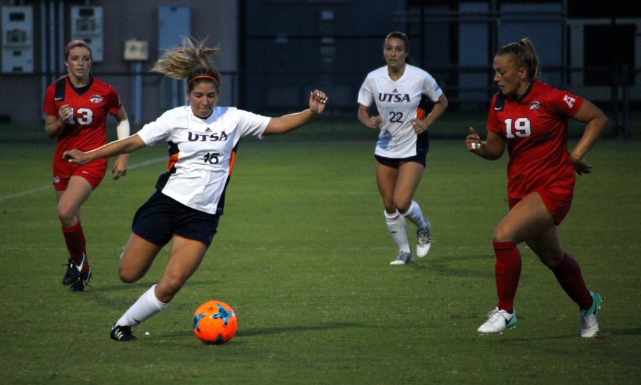 Sophomore Jordyn Lacy prepares to take a shot. Chase Otero, The Paisano