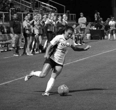 UTSA defender Sarah Bayhi clears the ball. Chase Otero, The Paisano