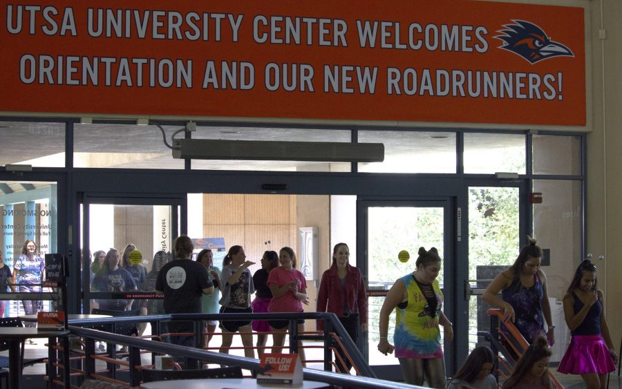 Orientation students tour the UTSA campus. Chase Otero, The Paisano