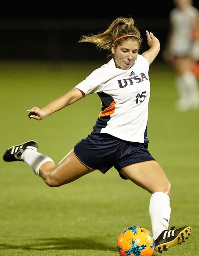 Lacy rears back her leg before the shot. Photo courtesy of Jeff Huehn/UTSA Athletics