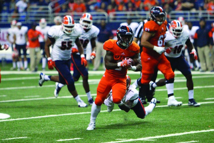 Jarveon Williams breaks a tackle in UTSA's 2016 homecoming game against UTEP. File photo/The Paisano