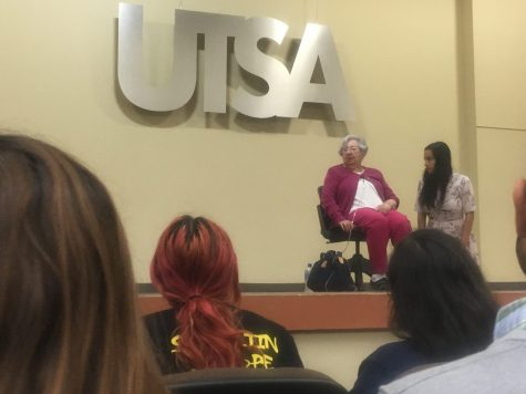 Rose Williams speaks to students about her experiences in concentration camps. Briyah Phillips/The Paisano