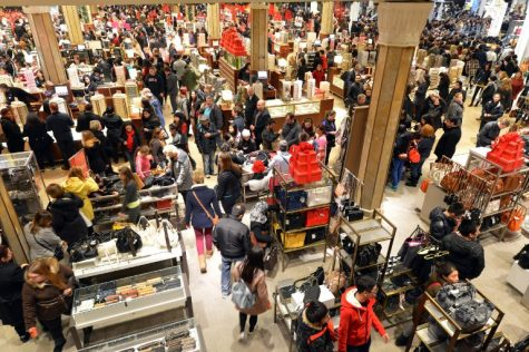 "People crowd the first floor of Macy's department store as they open at midnight on November 23, 2012 in New York to start the store's ""Black Friday"" shopping weekend.  AFP PHOTO/Stan HONDA"