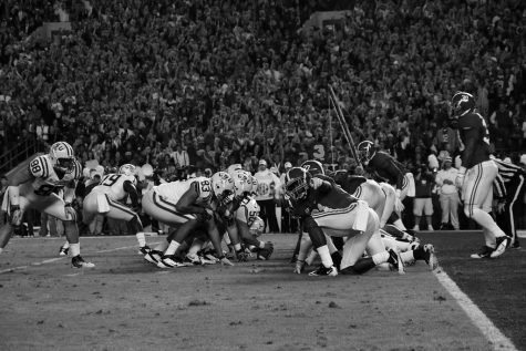 The Alabama defense prepares for a goal line stand against LSU. The Coiner/Wikimedia Commons