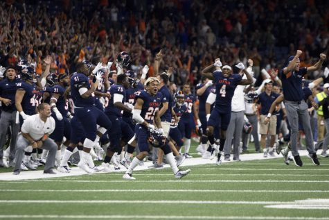 The UTSA sideline celebrates after Sackett makes the game winning field goal. Chase Otero/Paisano