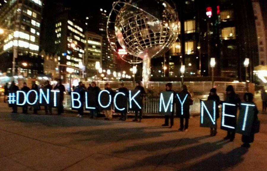 Concerned citizens gather to protest legislation that would compromise net neutrality. Photo Courtesy of Creative Commons