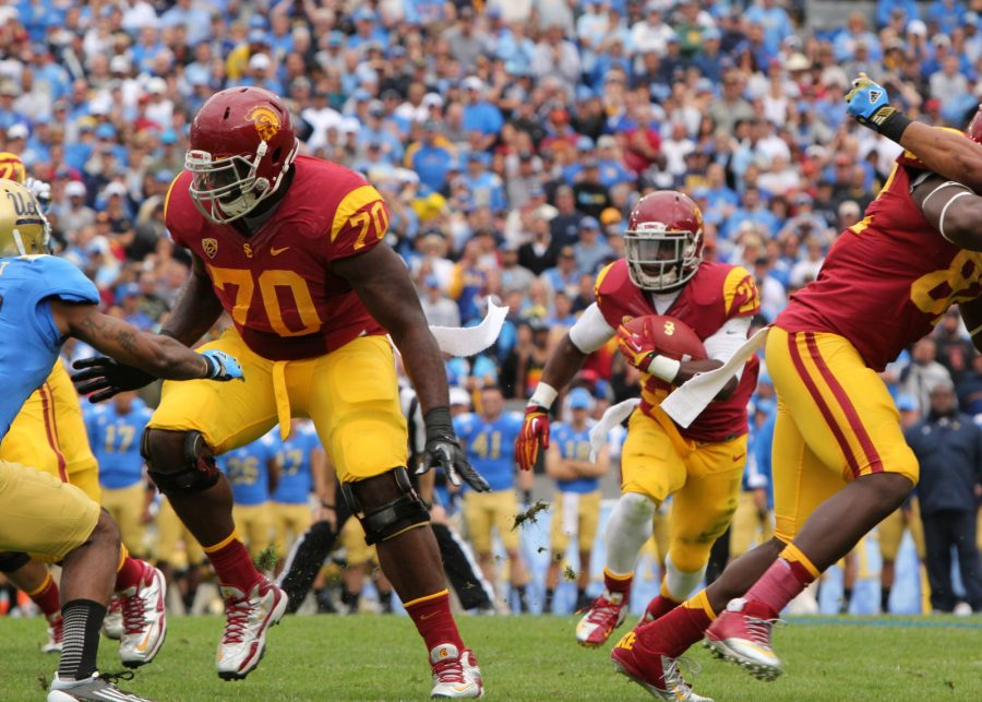 USC running back busts through the hole.   Courtesy of James Santelli/flickr.com