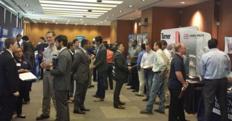 Students and employers fill the walkway and pitch themselves at a previous UTSA career fair. Photo  Courtesy of UTSA