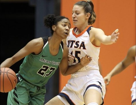 Timea Toth guards the ball handler from UNT. Jeff Huehn/UTSA Athletics