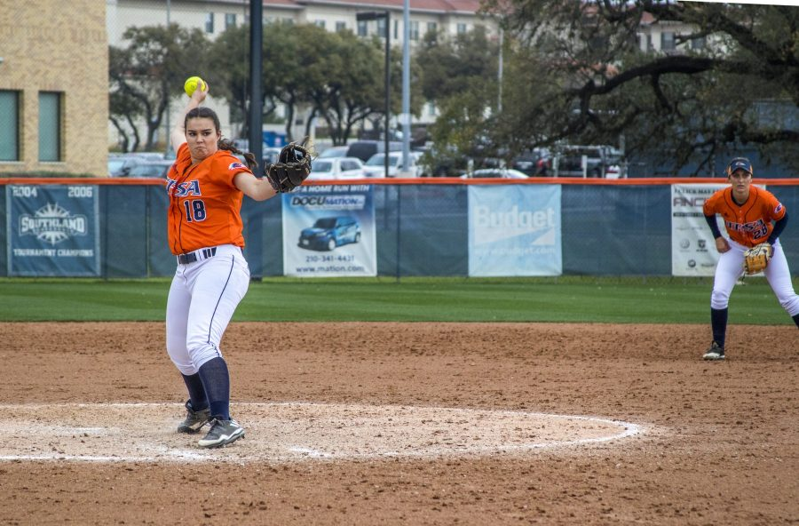 UTSA pitcher Lizzy Fox fires a pitch during a game in the 2017 season. Chase Otero, The Paisano.