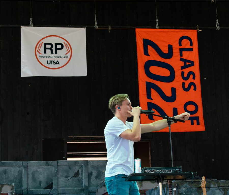 Image of Jesse McCartney performing at the Howdy Rowdy Bash.