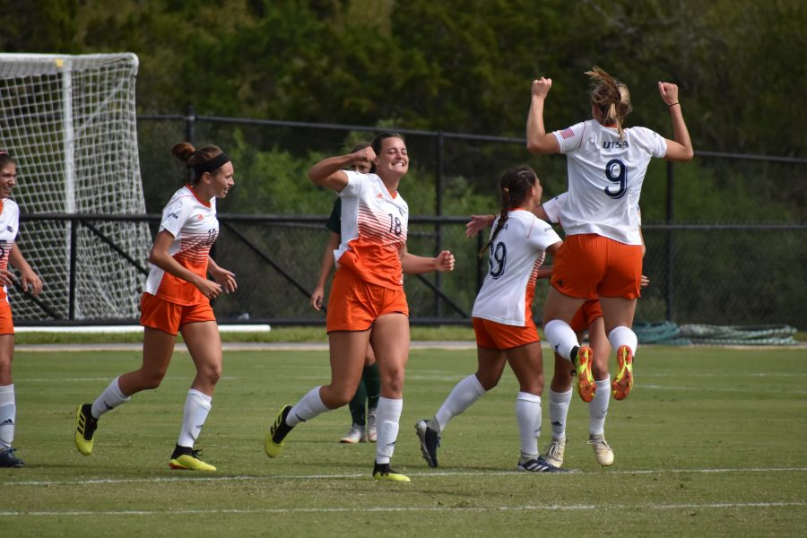 UTSA soccer team celebrating their win against the Charlotte 49ers.