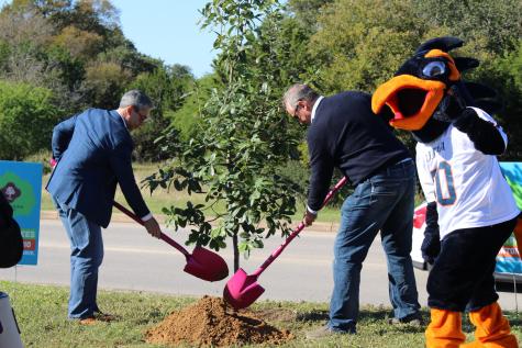 UTSA hosts tree planting event to celebrate city's tricentennial