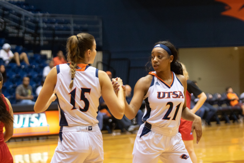 Women's basketball shines: Roadrunners dominate Sul Ross State