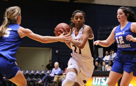 Roadrunners fall at home