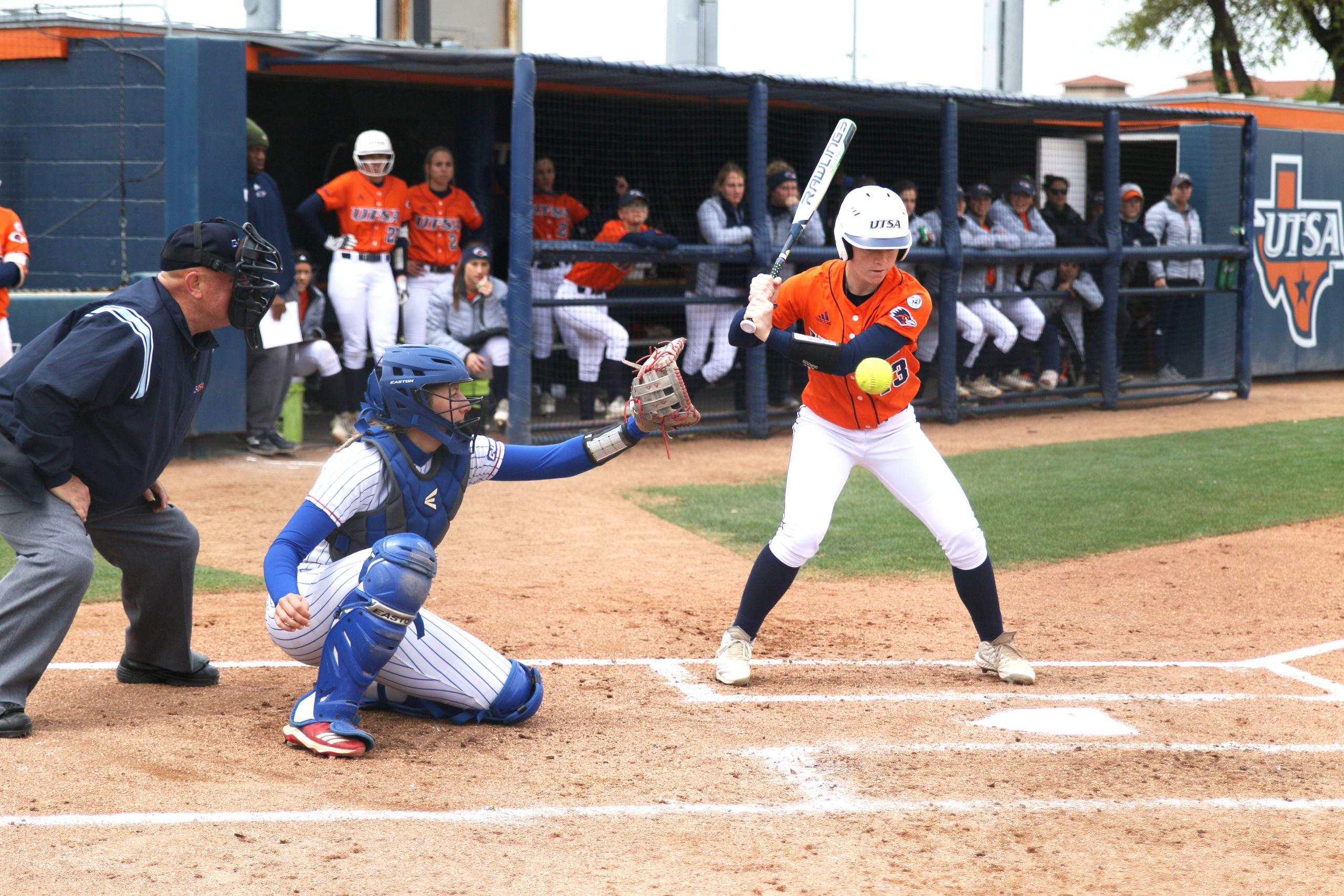 Kindell Reeves bats to gain first base. Emma Reeves/The Paisano