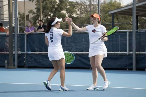 Women's tennis scrapes by North Texas