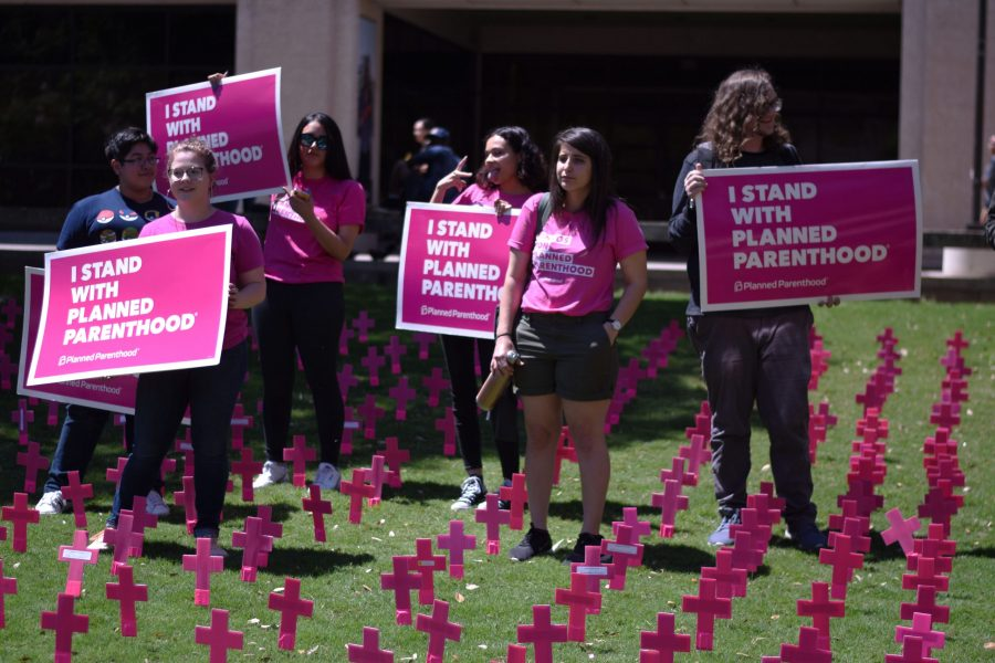 Students+for+Planned+Parenthood+stand+in+Students+For+Life+demonstration.