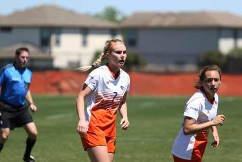 Katieann Lochie and Ellis Patterson run towards the ball. Lindsey Thomas/The Paisano