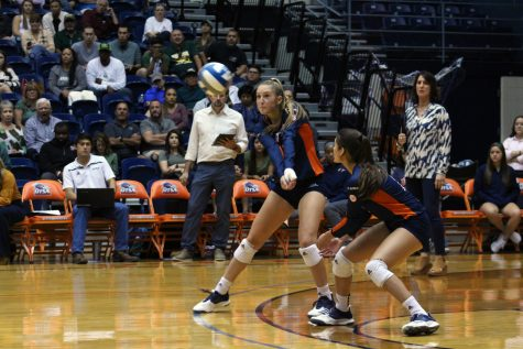 Volleyball continues hot conference start