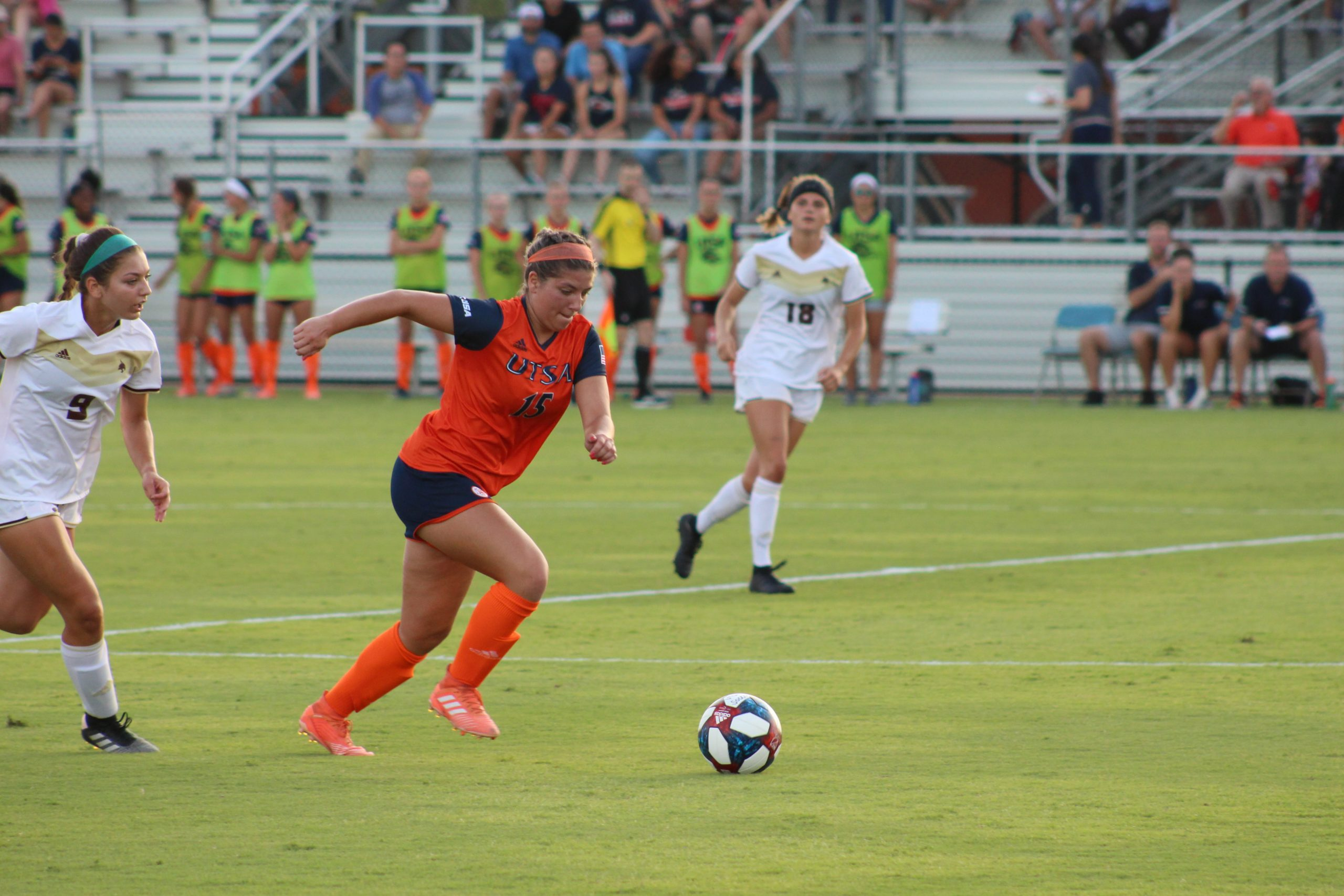 Jordyn Lacey brings the ball up the field. Julia Maenius