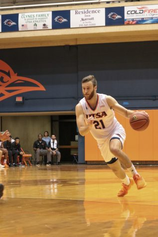 Men's basketball falls in back-to-back games