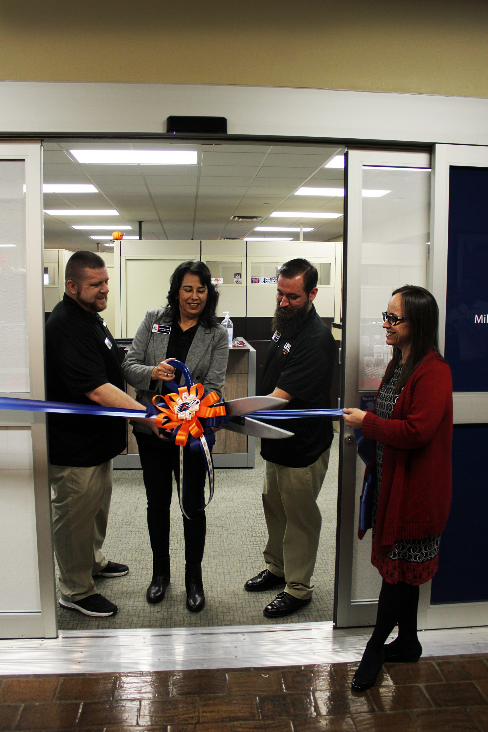 Ribbon cutting ceremony for veteran's center.Photo by Ethan Gullett