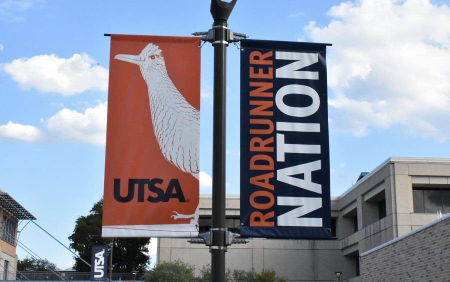 A+UTSA+banner+stands+on+the+main+campus.+On-campus+residents+had+no+internet+access+in+their+dorms+for+about+10+hours+on+Aug.+26.+