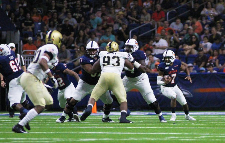 Quarterback Frank Harris scrambles away from the Army defensive line in last year's Army vs UTSA game. The 'Runners lost last year's matchup 31-13.