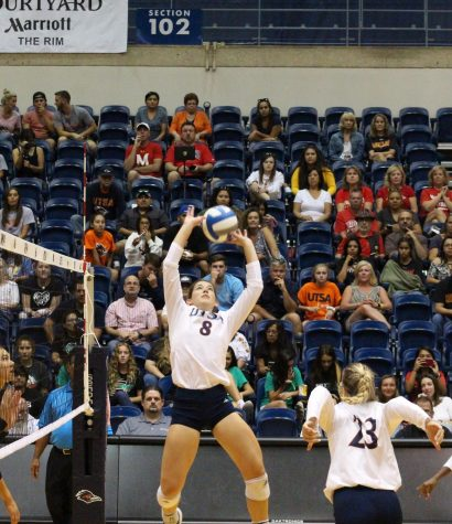 Sophomore Setter Courtney Walters