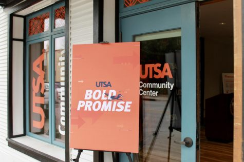 A sign advertising the Bold Promise program at UTSA