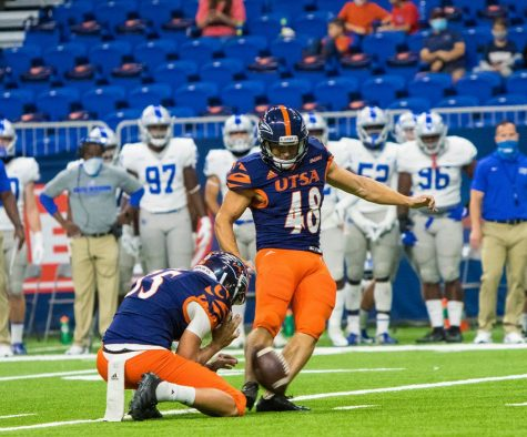 Hunter Duplessis kicks a field goal against the Middle Tennessee Blue Raiders. Duplessis has yet to miss a field goal or extra point this season. He is an elite talent at the college level.