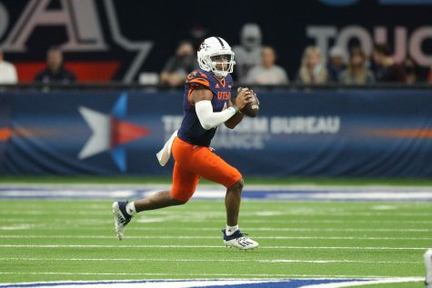 Frank Harris escapes the pocket and looks to pass downfield during UTSA