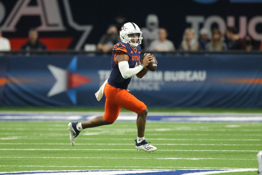 Frank+Harris+escapes+the+pocket+and+looks+to+pass+downfield+during+UTSA%27s+52-21+victory+over+UTEP.+