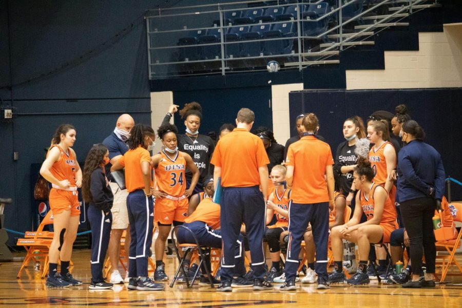The women's team huddles during Saturday's triple overtime loss to FIU. The 'Runners have now lost 13 in a row and remain winless in conference play.