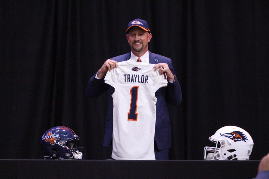 Jeff+Traylor+on+the+day+he+was+announced+as+the+new+head+football+coach+of+UTSA.+UTSA+has+secured+their+highest+rated+class+ever+and+the+%231+ranked+class+in+C-USA+in+just+Traylor%27s+first+full+season+of+recruitment.