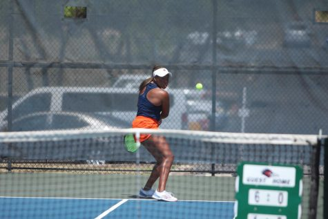 Sophie Omoworare returns a ball during a match earlier this season. Omoworare and her partner Aleksandra Zlatarova helped secured the crucial doubles point for the