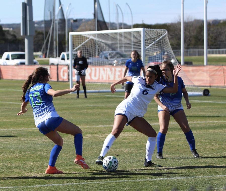 UTSA forward Ariana Gomez battles with a defender for the ball during a game against the Texas A&M-Corpus Christi Islanders last season. UTSA will take on the Islanders this week in their sixth ever meeting. Julia Maenius\The Paisano