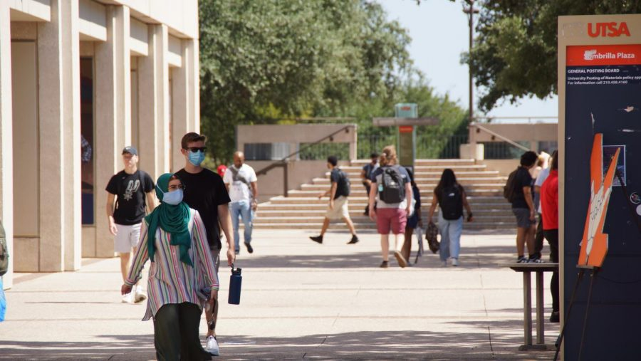 As students go back to class all have diverse opinions on wearing masks. Dustin Vickers/The Paisano