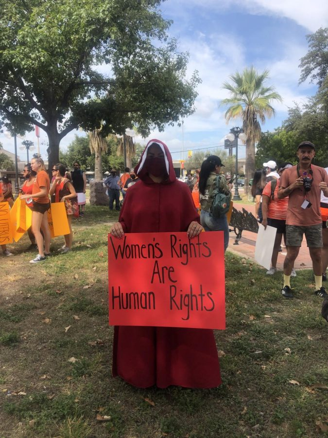 Demonstrators gathered at Milam Park to advocate for abortion rights in Texas. Bella Nieto/The Paisano