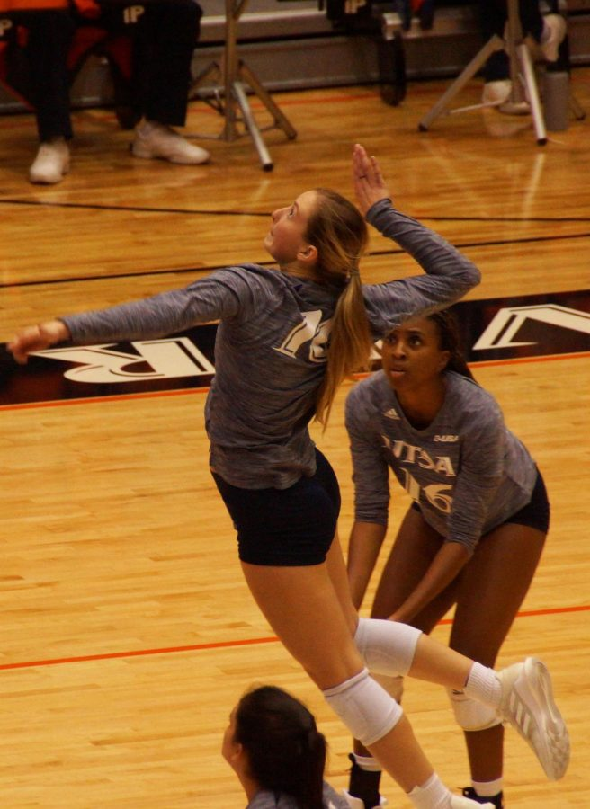 Kirby Smith starts her spiking motion during the game against UAB on Oct. 8. Over the course of the two-match series, Smith led all Runners with 23 kills. Dustin Vickers/The Paisano