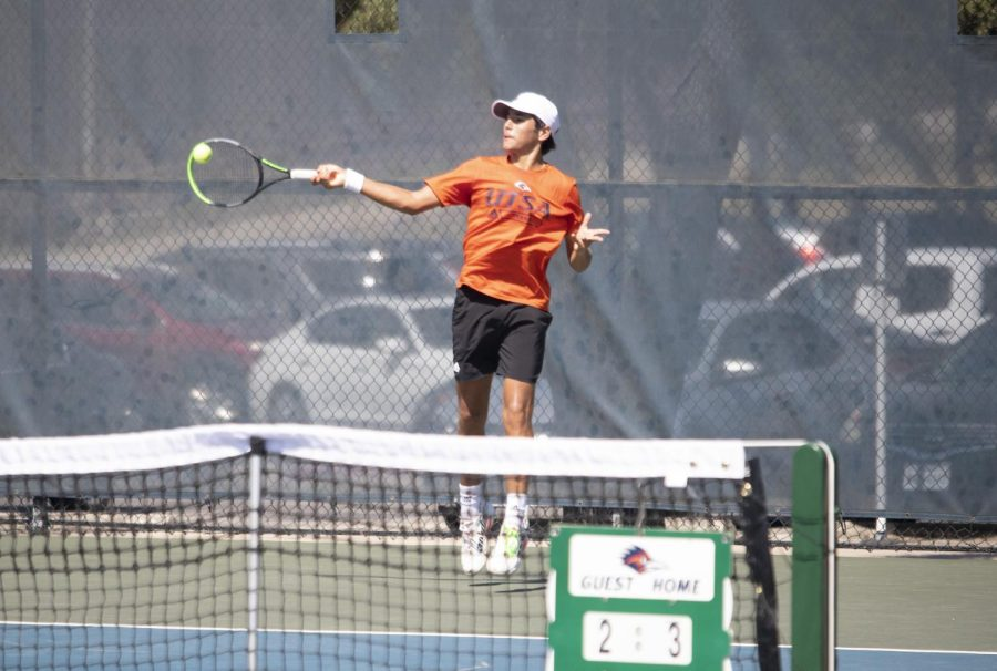 Miguel Alonso returns a ball during Sundays championship match. Alonso, a freshman from Veracruz, Mexico, won a singles championship in only his third tournament at UTSA. Dalton Hartmann/The Paisano